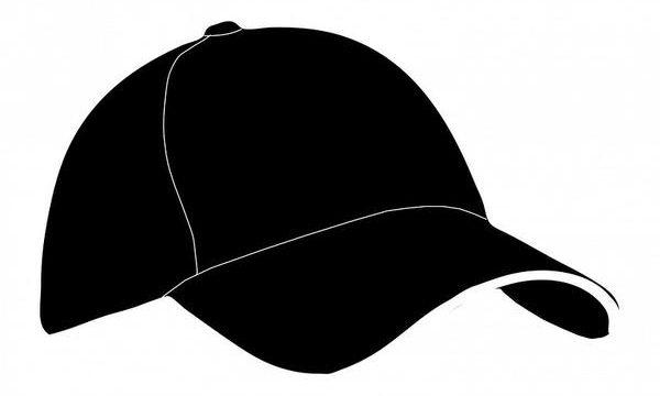 Sprzedaż czapek w sklepie odzieżowym